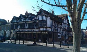 800px-Southampton_Tudor_House[1]